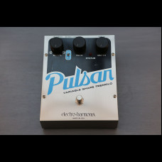 Electro-Harmonix Pulsar Variable Shape Tremolo Silver / Black